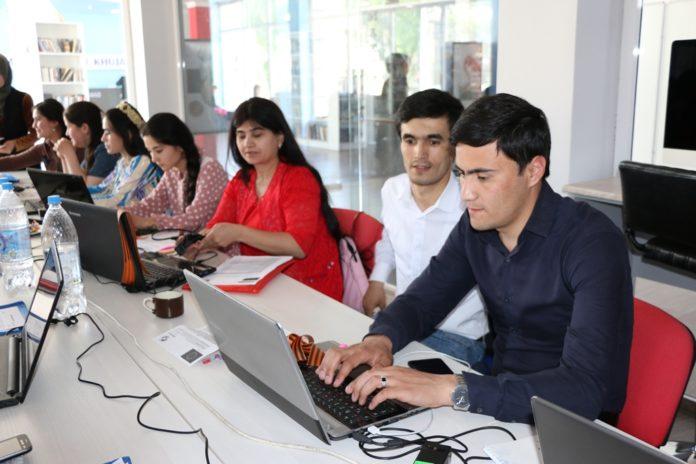 Фактчекnews | Журналистони вилоят «FactCheсk»-ро омӯхтанд